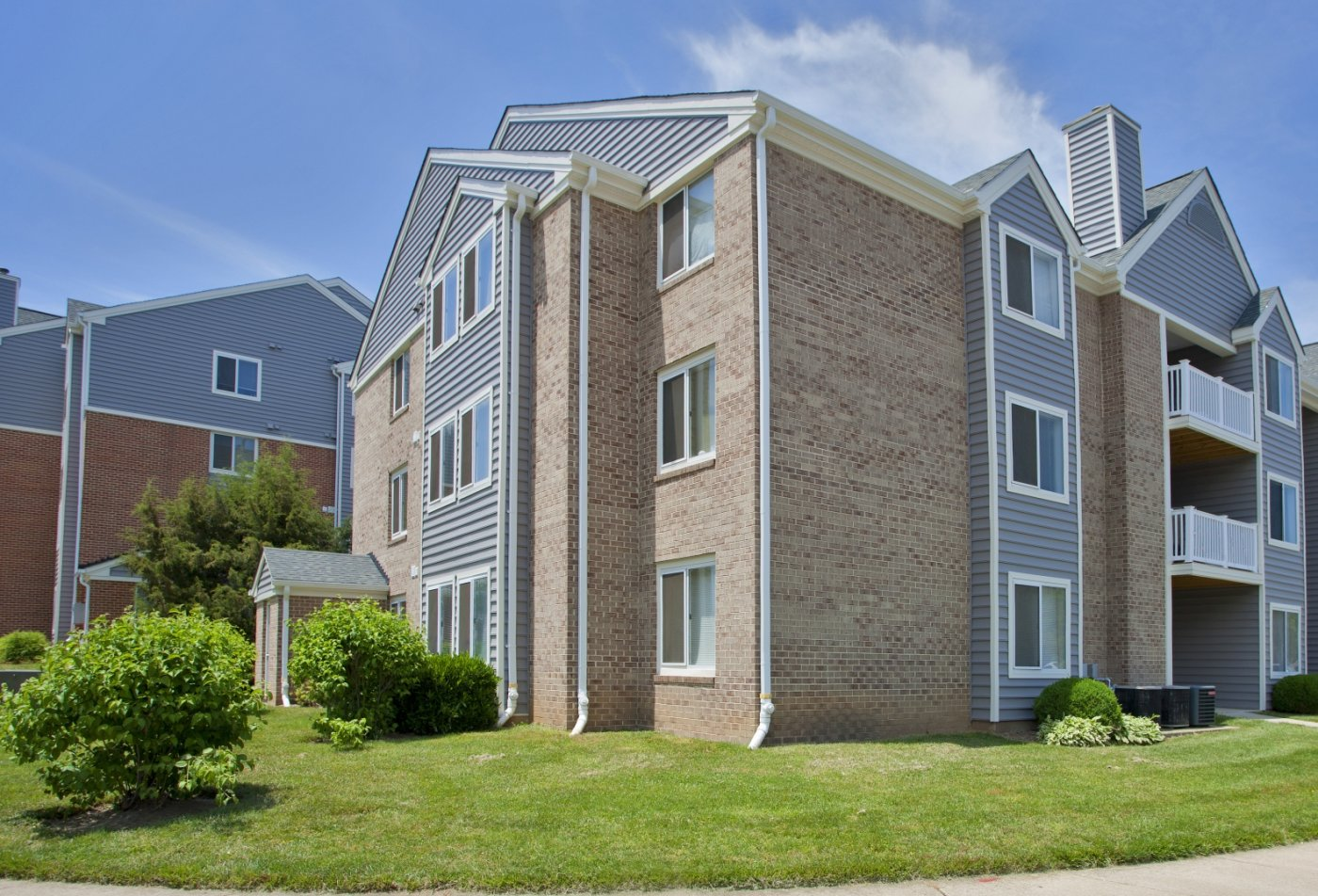 Christian Siding Project - Woodbridge Station Apartments ...